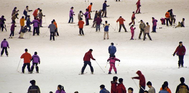אתר סקי מלאכותי בסין/ צילום: רויטרס
