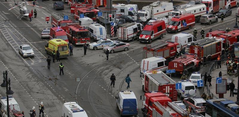מבט על כוחות ההצלה באזור הפיגוע בסנט פטרסבורג ברוסיה / צילום: רויטרס