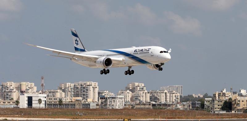 מטוס אל על בנחיתה / צילום: סיון פרג'