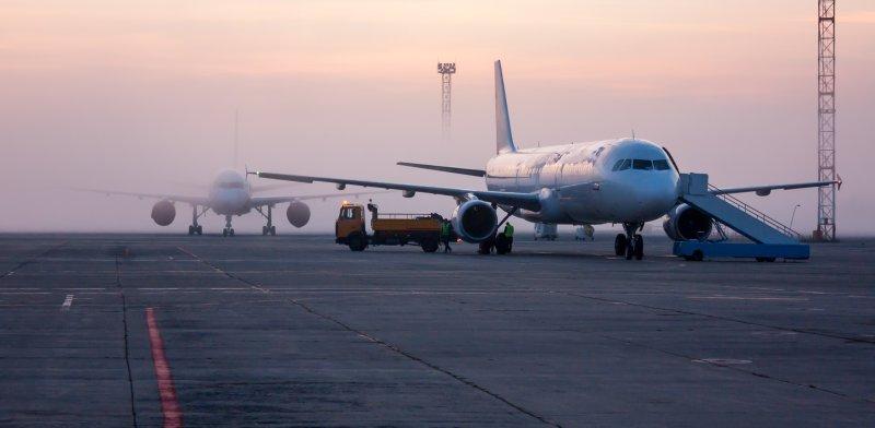 מטוס בחניית ביניים / צילום אילוסטרציה: שאטרסטוק, א.ס.א.פ קריאייטיב