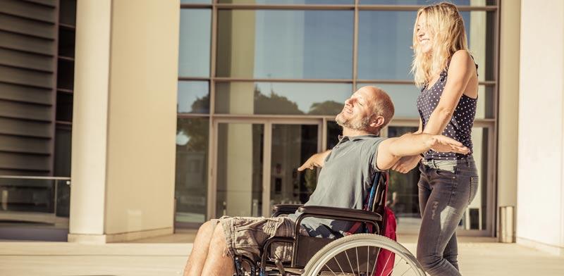 סיוע לבן זוג , כסא גלגלים/צילום:  Shutterstock/ א.ס.א.פ קרייטיב