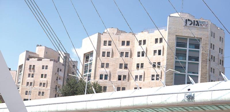 הגשר סמוך לבניינים ברח' הרצל בירושלים / צילום: ליאור מזרחי