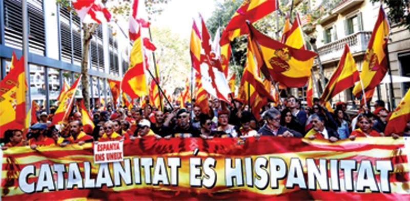 הפגנה בברצלונה בעד הישארות בתוך ספרד / צילום: רויטרס