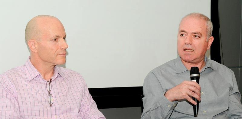 פרופ' מומי דהן (מימין) ופרופ' עומר מואב / צילום: איל יצהר