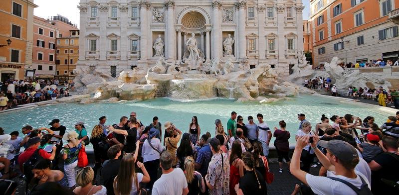איטליה מאיימת ביציאה מגוש היורו? מזרקת טרווי ברומא /  צילום: רויטרס Thierry Gouegnon