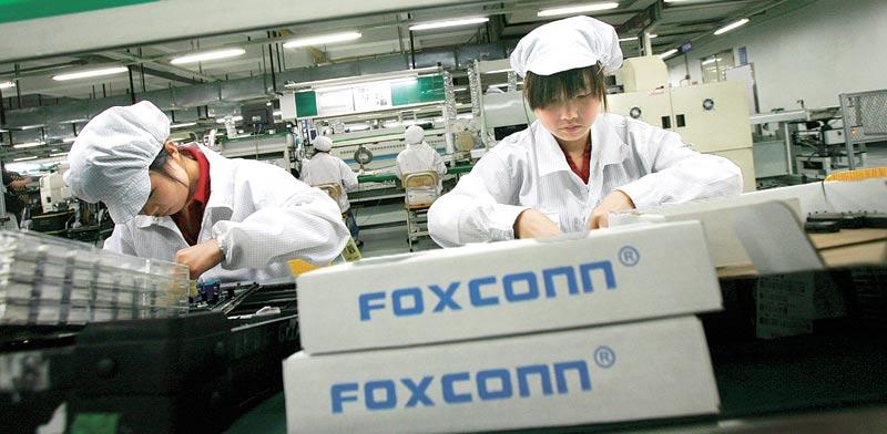 עובדי פוקסקון שמייצרת את האייפון / רויטרס, Bobby Yip