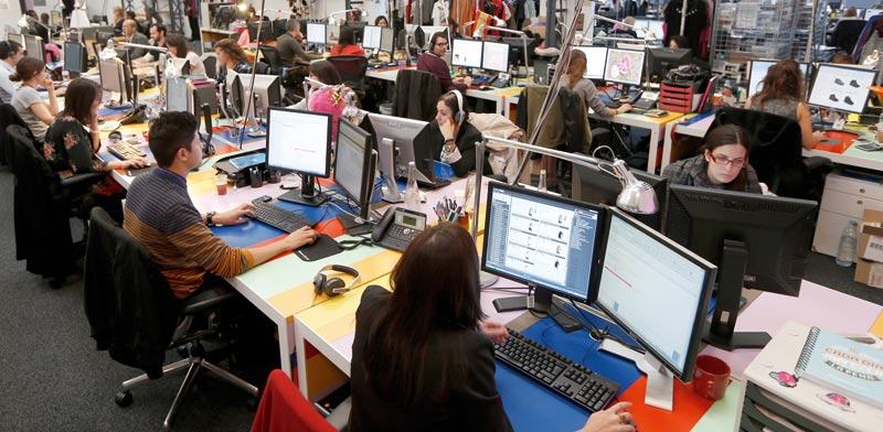 עובדי משרד/ צילום: רויטרס, Charles Platiau