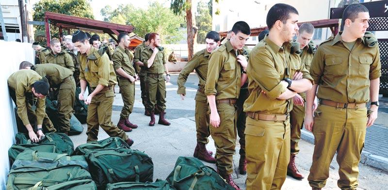 """חיילים בבקו""""ם/ צילום: בן אברהם - במחנה"""