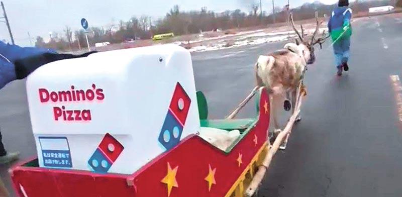 משלוח פיצה בסגנון חג מולד / צילום: מסך