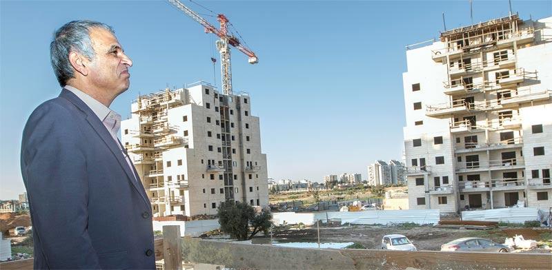 שר האוצר כחלון ליד פרויקט מחיר למשתכן / צילום: יוסי אלוני