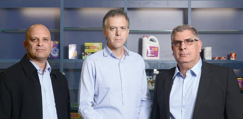 טרבלסי (מימין), גינדס וברטוב. סאגה בלתי נגמרת / צילום: איל יצהר