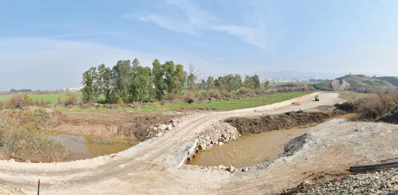 Temporary bridge over Jordan Photo: Rafi Kotz