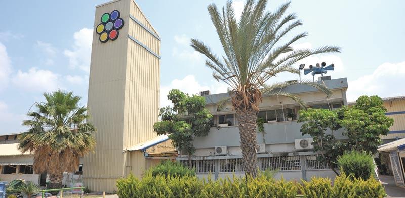המפעל של קבוצת גאון ליד צריפין / צילום: איל יצהר