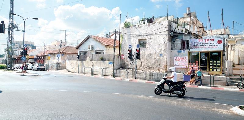 הבתים שייהרסו ברחוב ההגנה / צילום: איל יצהר