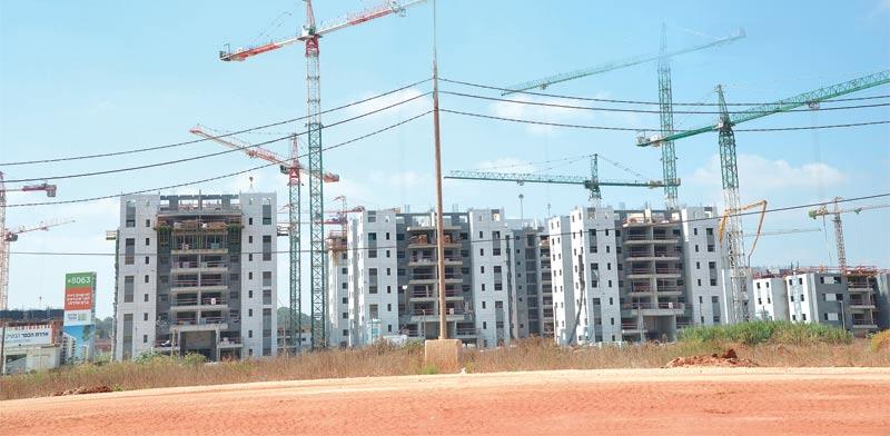 בנייה בכפר יונה / צילום: איל יצהר
