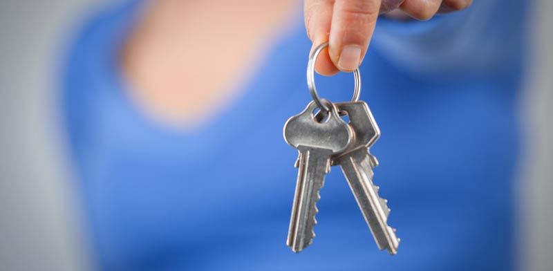 האם צריך לוותר על הבית כשבן הזוג נקלע לחובות?