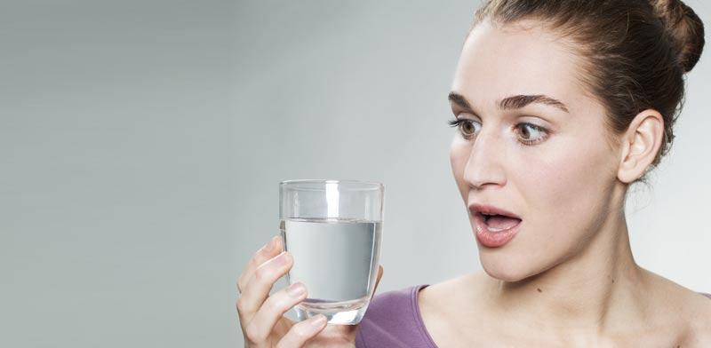 שתיית מים / צילום: צילום:  Shutterstock/ א.ס.א.פ קרייטיב
