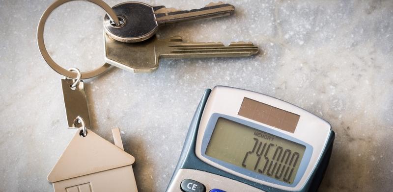 כיצד זוגות צעירים יכולים לחסוך אלפי שקלים בקניית דירה?