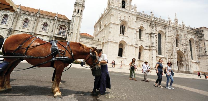 תיירים בליסבון. גיוון חד במדינות שמהן הם מגיעים / צילום: REUTERS/Rafael Marchante