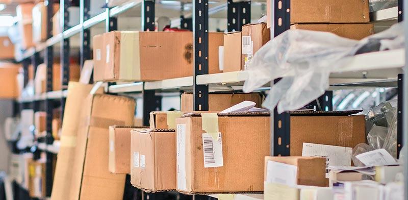 משלוח חבילות. במכס יודעים לזהות משלוחים ברצף ולחייב בהתאם / צילום:  Shutterstock/ א.ס.א.פ קרייטיב
