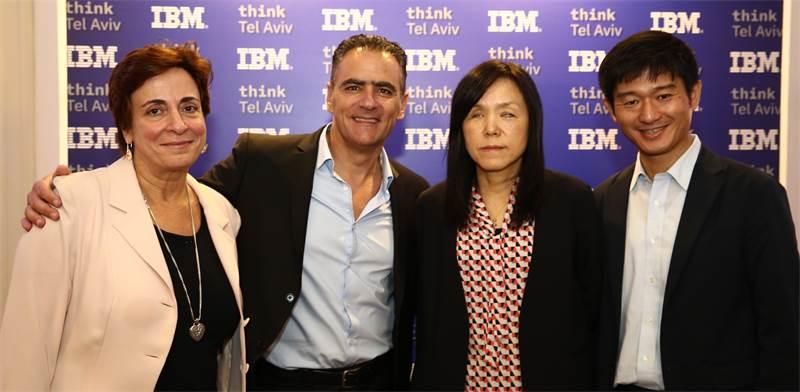 דניאל מלכה ומזי גלאור עם בכירים מ-IBM בכנס think TLV 2018 / צילום: כפיר סיון