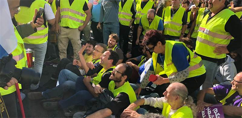 Yellow vest protestors Photo: Tal Schneider