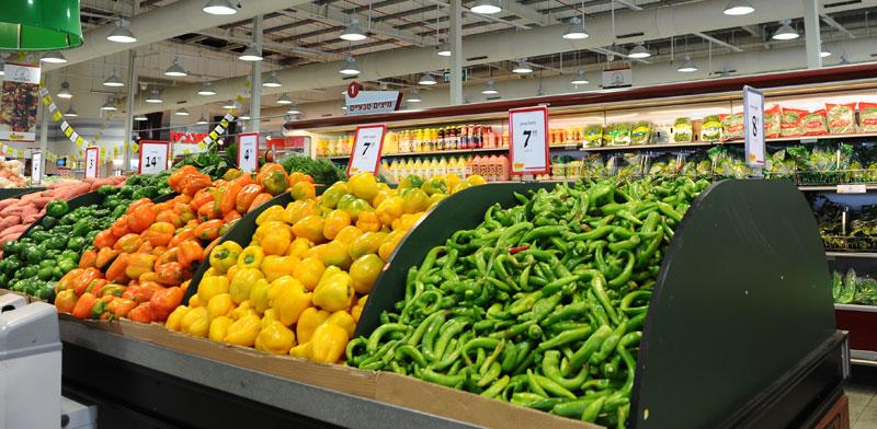 דוכן בסופרמרקט / צילום: תמר מצפי