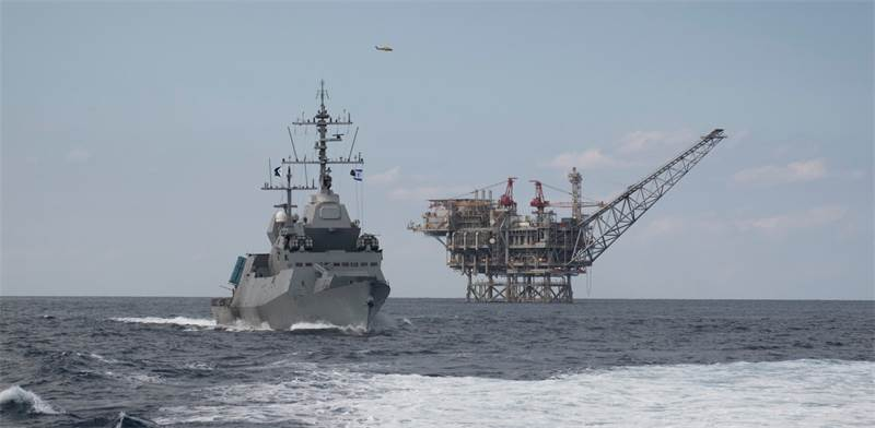 Saar 6 corvette near drilling platform photo: IDF spokesperson