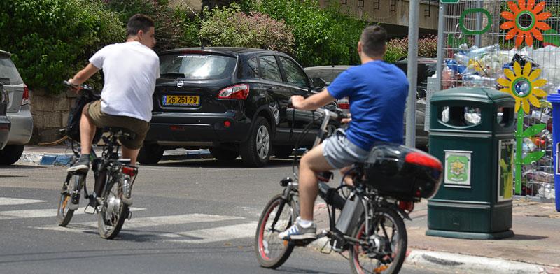 אופניים חשמליים / צילום: תמר צפי