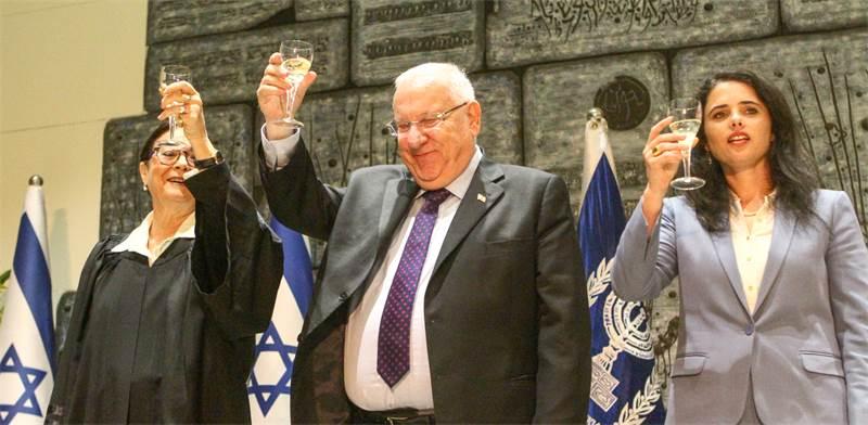 השרה שקד, נשיא המדינה ריבלין ונשיאת העליון בטקס השבעת שופטים \ צילום: שלומי יוסף