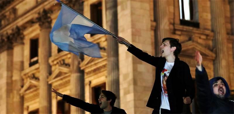 מפגינים במחאה נגד שחיתות בבואנוס איירס / צילום: רויטרס