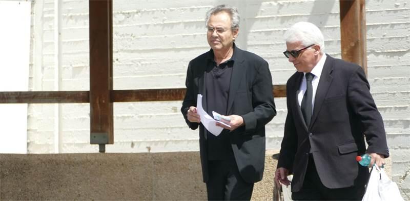 """מימין לשמאל: קובי אלכסנדר ועו""""ד ניסים סמו שלצדו בעת השחרור מהכלא, היום / צילום: אמיר מאירי"""