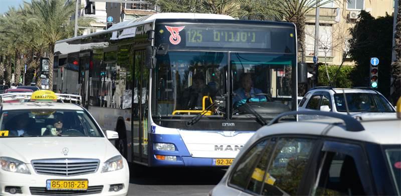 """תחבורה ציבורית בת""""א / צילום: איל יצהר"""