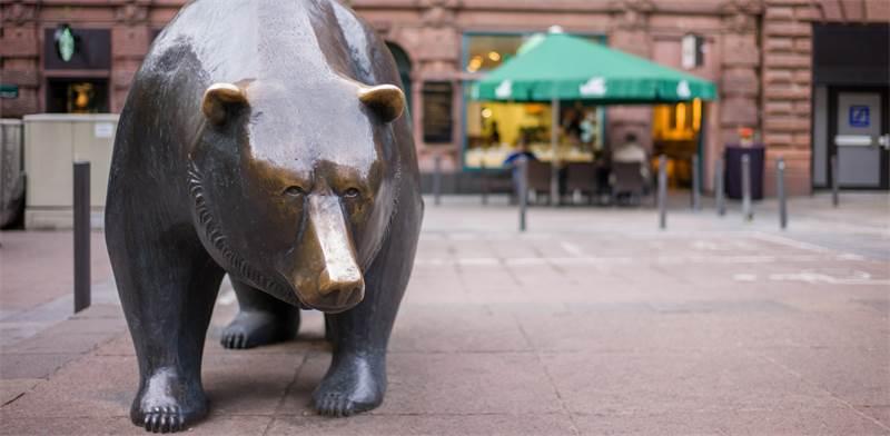 פסל הדוב המוצב מחוץ לבורסה לניירות ערך בפרנקפורט, גרמניה / צילום:  Gary Yim, שאטרסטוק