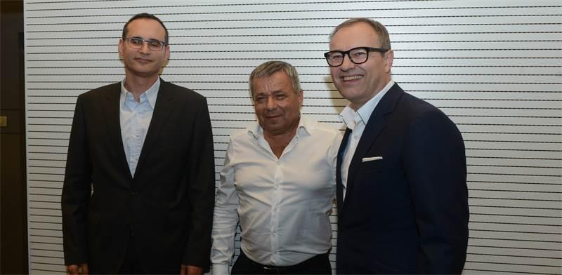 """מימין לשמאל: אנדריאס פיביג מנכ""""ל IFF, אורי יהודאי ומנכ""""ל הבורסה איתי בן זאב / צילום: איל יצהר"""