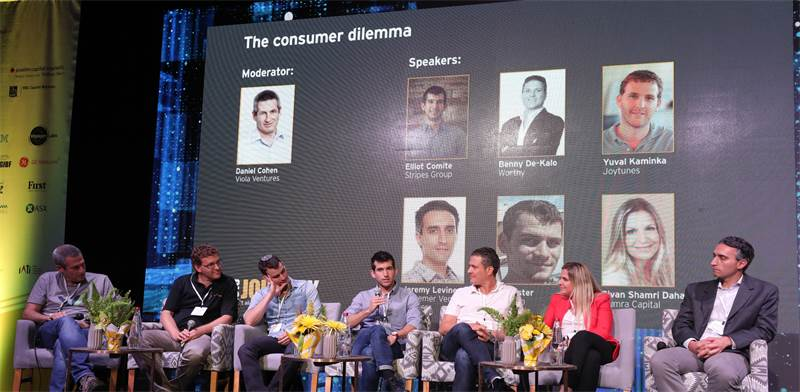 """המשתתפים בפאנל """"דילמת הצרכנים"""" בכנס Journey / צילום: יח""""צ"""