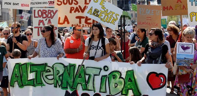 הפגנה של פעילי איכות הסביבה בצרפת / צילום: רויטרס