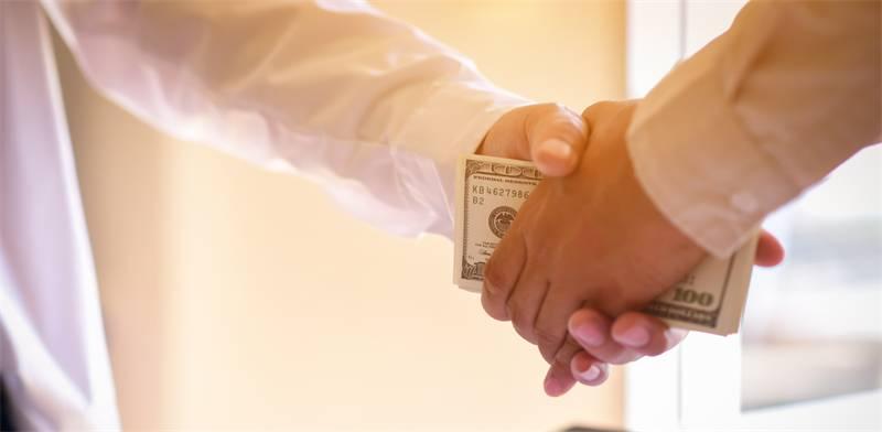 הלוואות בין בני משפחה / צילום: שאטרסטוק