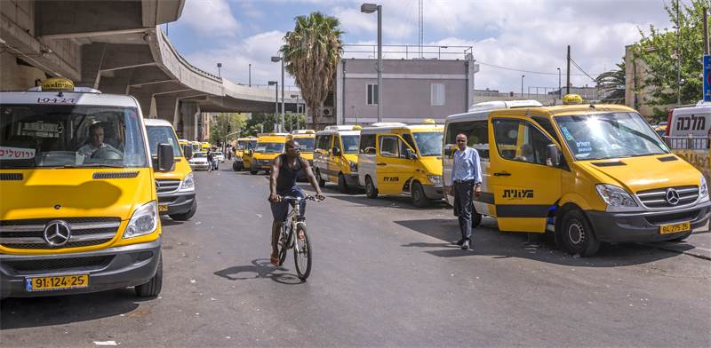 Share taxis Photo: Salvador Aznar Shutterstock