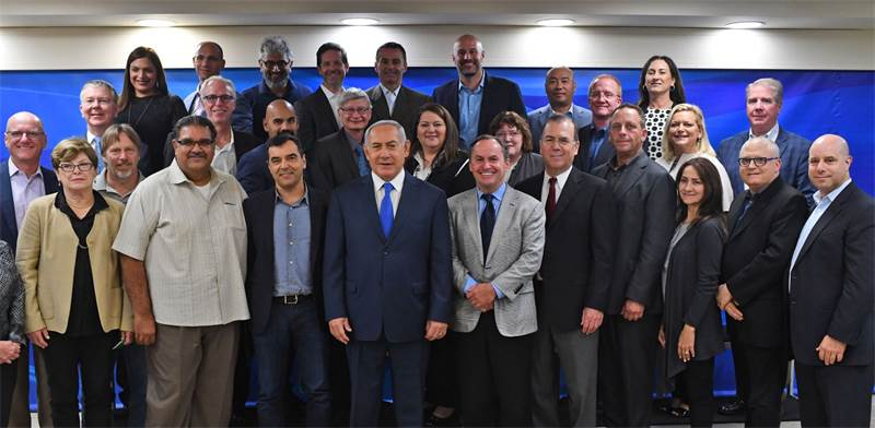 Netanyahu and Intel execs Photo: GPO