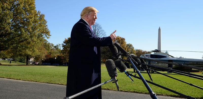 """הנשיא טראמפ. ליגלג על אלה המייעצים לו """"לדבר על כלכלה, כלכלה, כלכלה"""" / צילום: רויטרס, Mike Theiler"""