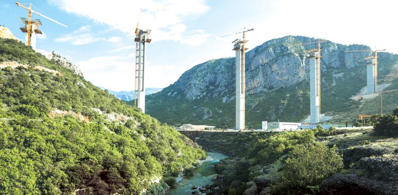 אתר הבנייה של הכביש המהיר הראשון במונטנגרו/ צילום: רויטרס Stevo Vasiljevic