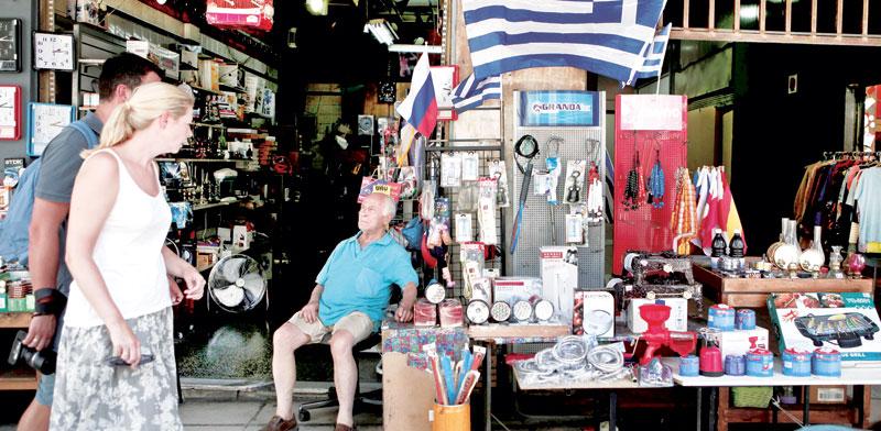 חנות מזכרות באתונה. עסקים קטנים מספקים את רוב התעסוקה במדינה / צילום: רויטרס, Alkis Konstantinidis