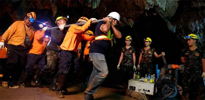 חילוץ הנערים מהמערה בתאילנד / צילום: רויטרס