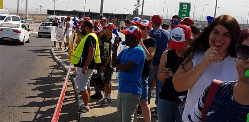 הפגנת עובדי קמהדע בצומת קמה / צילום: באדיבות דוברות ההסתדרות