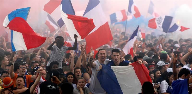 אוהדי צרפת חוגגים / צילום: רויטרס
