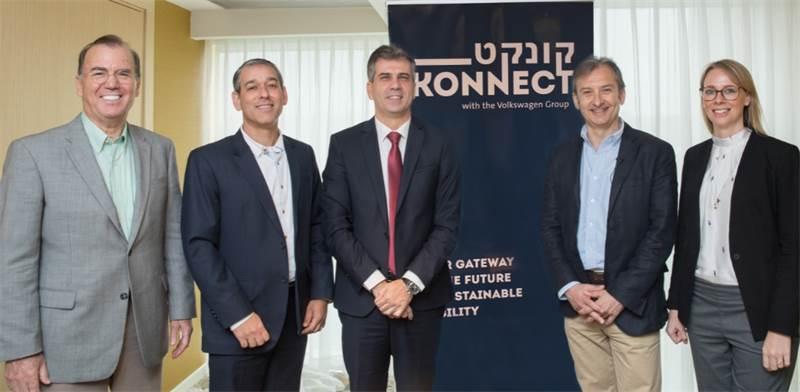 הנהלת פולקסווגן עם שר הכלכלה והמדען הראשי / צילום: יחצ
