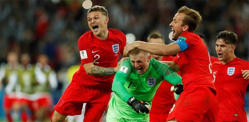 שחקני נבחרת אנגליה חוגגים את הניצחון \ צילום: רויטרס