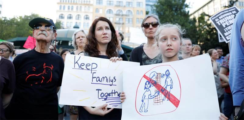 """הפגנה נגד הפרדת ילדי המהגרים בארה""""ב / צילום: רויטרס"""