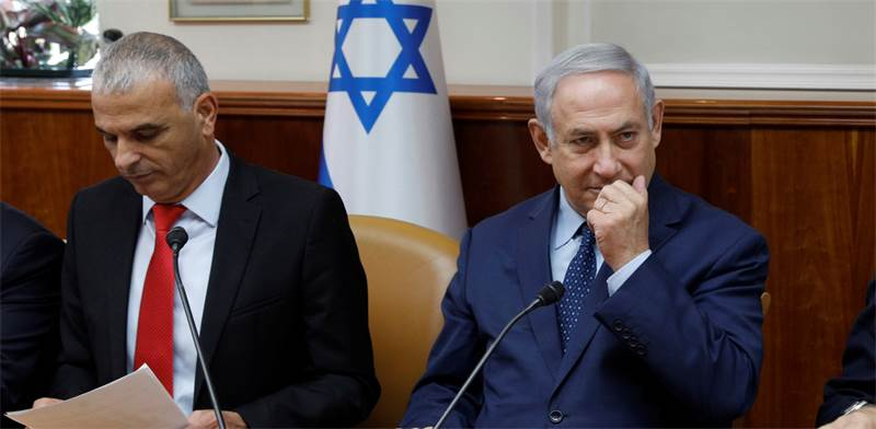 Moshe Kahlon and Benjamin Netanyahu  photo: Reuters